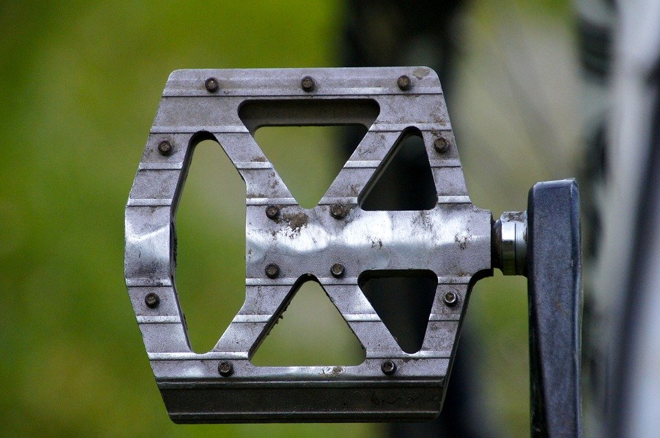 Main maintenance operations of flat pedals