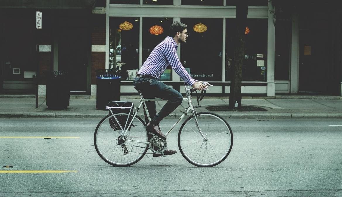 How to carry your things with the bike