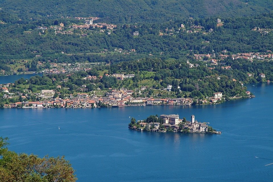 Cycling between Vercelli and Lake Orta